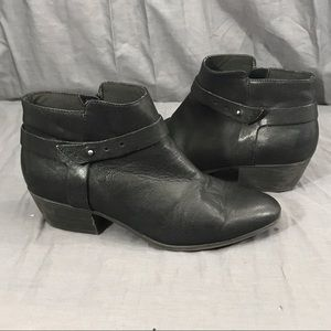 Clarks Black Leather Zip Point Toe Ankle Boots 10M